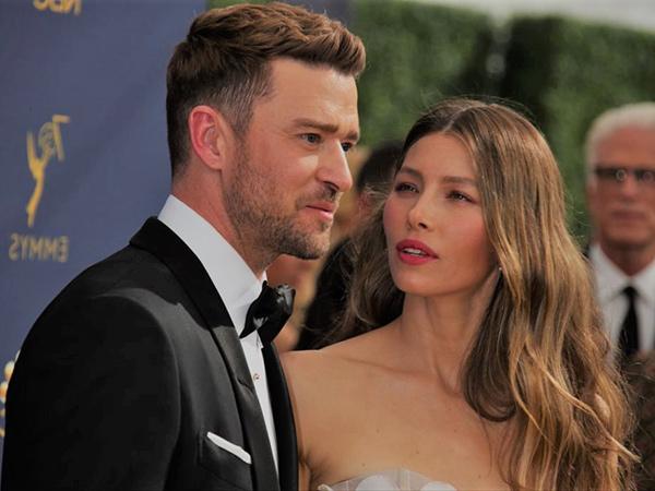 Diterpa Isu Selingkuh, Justin Timberlake Ketahuan Pegang Tangan Wanita Lain di Bawah Meja