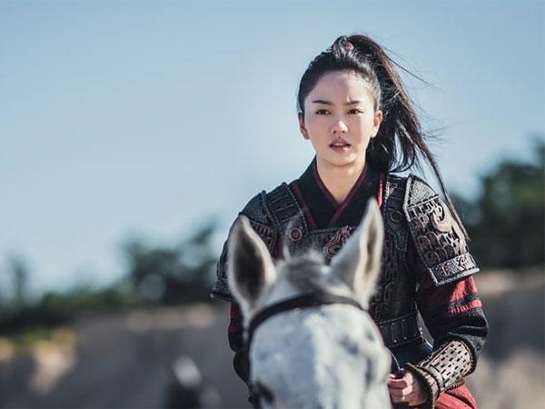 Penampilan Tangguh Kim So Hyun di Medan Perang dalam Drama 'River Where the Moon Rises'