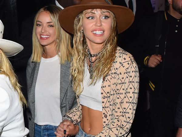 Miley Cyrus dan Kaitlynn Carter Akhirnya Tinggal Serumah