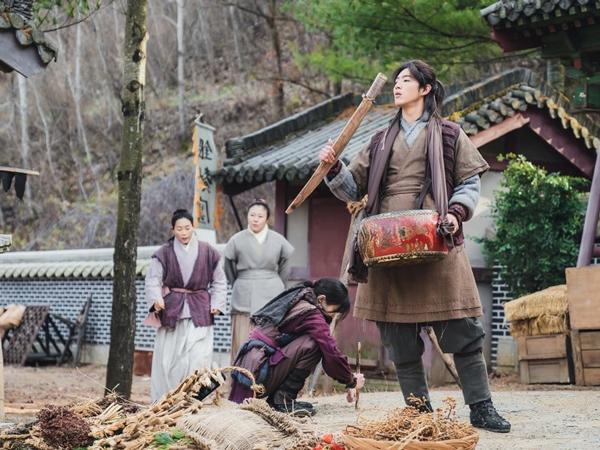 Ji Soo dan Kim So Hyun Buat Rencana Aneh Dalam Drama 'River Where the Moon Rises'