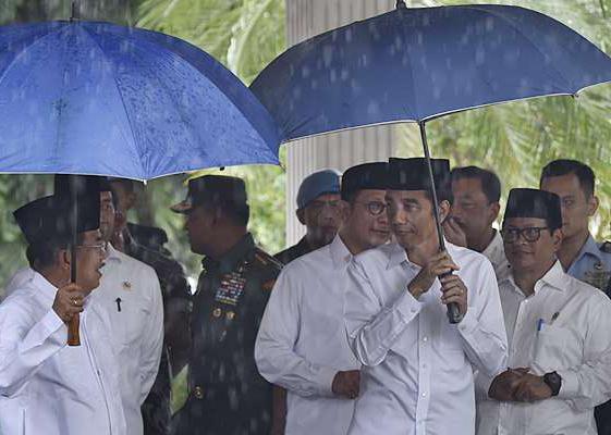 Heboh Barang Serba Biru, Jokowi Akui Tak Berniat Sindir Yang 'Biru-Biru'?