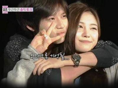 Mesranya Backhug A la Taemin SHINee dan Na Eun A-pink
