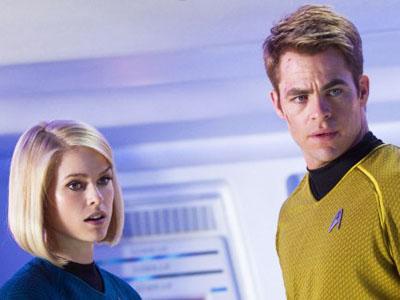 Adegan 'Buka-bukaan' di Star Trek Into Darkness Tuai Kritik