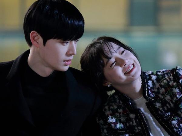 Bikin Iri, Intip Kemesraan Ahn Jae Hyun dan Goo Hye Sun dalam Pemotretan Di Pulau Jeju!