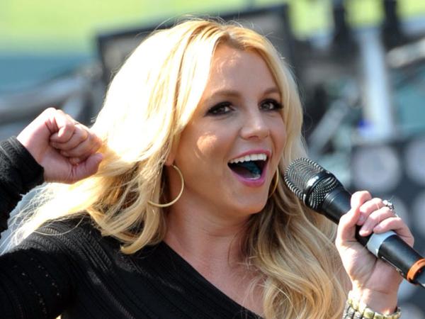 Jatuh di Panggung, Britney Spears Nyaris Alami Cedera Serius di Kakinya