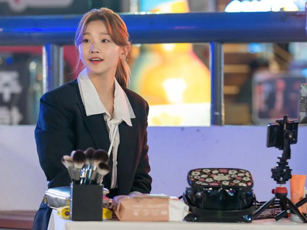 Penampilan Park So Dam Jadi Make-Up Artis di Drama 'Record of Youth'