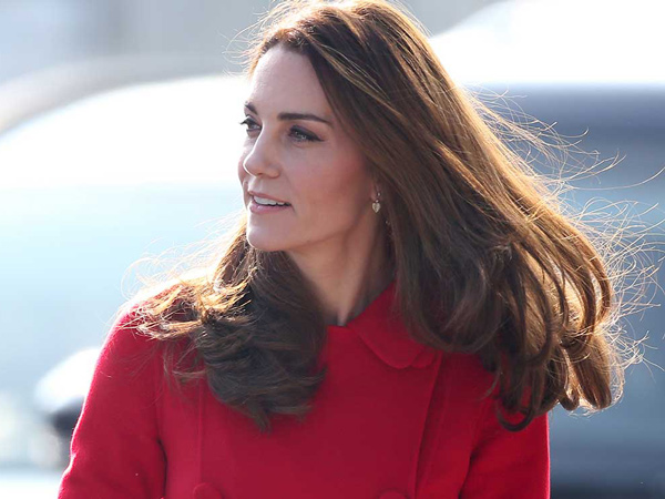 Tengok Gaya Sporty Kate Middleton Saat Main Sepak Bola Bareng Pangeran William