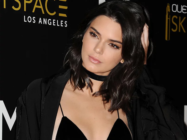 Tak Ingin 'Ketagihan' Jadi Alasan Kendall Jenner Mendadak Hapus Akun Instagram?