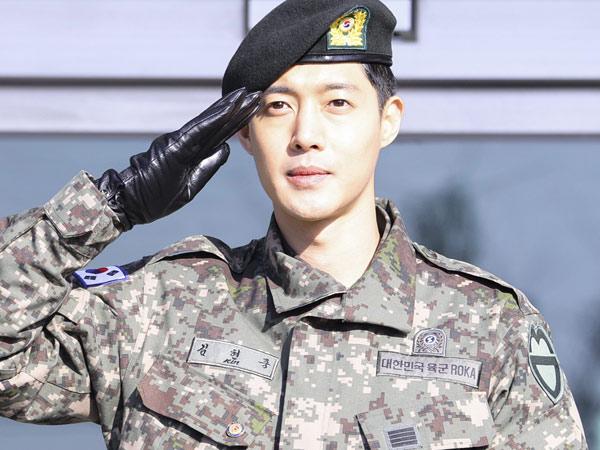 Satu Lagi Bintang K-Pop yang Akhirnya Resmi Selesaikan Tugas Wajib Militernya