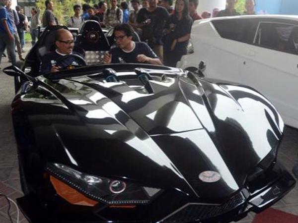 Keren, Mobil Sport Buatan Mahasiswa ITS Ini Terinspirasi Dari Mobil Batman!