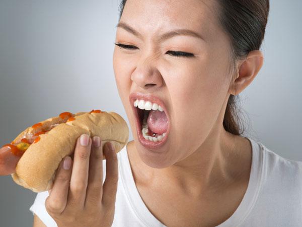 Berdampak Buruk Bagi Kesehatan, Tinggalkan Kebiasaan Makan Terlalu Cepat