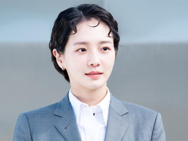 Cerdas dan Elegan, Park Gyu Young Tampilkan Aura Berkelas di 'Dali & Cocky Prince'