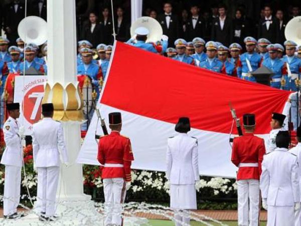 Diarak Dari Monas ke Istana, Presiden Jokowi Ubah Kebiasaan Bendera 17 Agustusan!