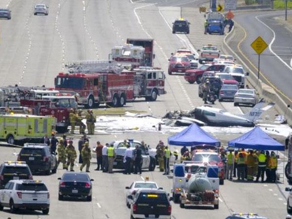 Pesawat Terbang Pribadi Jatuh di Jalan Tol Tersibuk di California