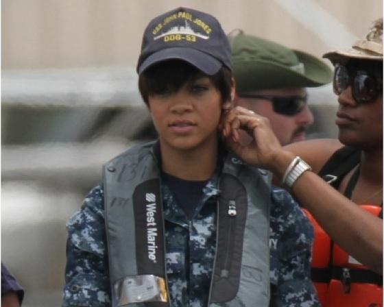 Rihanna Latihan Militer Untuk Film Perdananya