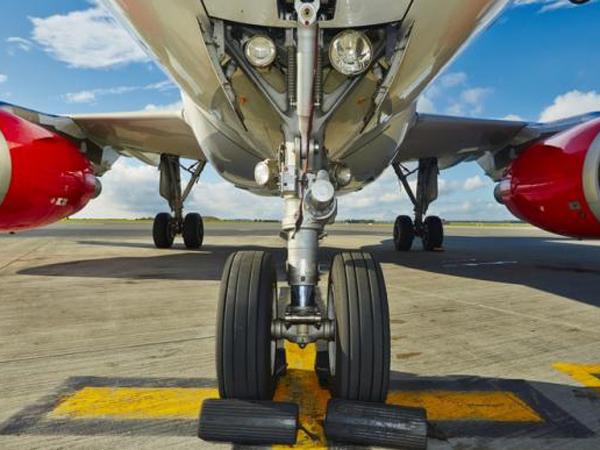 Nekat, Pria Ini Rela Menyelinap Di Roda Pesawat Rute Pekanbaru-Jakarta!