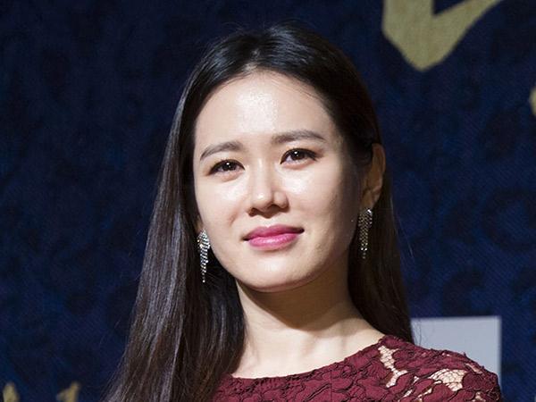 Son Ye Jin Dikabarkan Bintangi Drama Terbaru Sutradara 'Pretty Noona Who Buys Me Food'