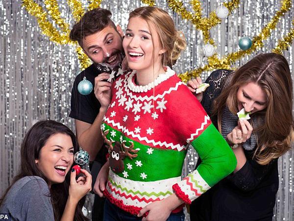 Unik, Sweater Bertema Natal Ini Bisa Dimakan!