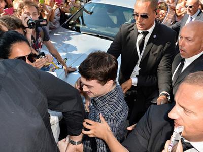 Daniel Radcliffe Dikepung Fans di Venice Film Festival