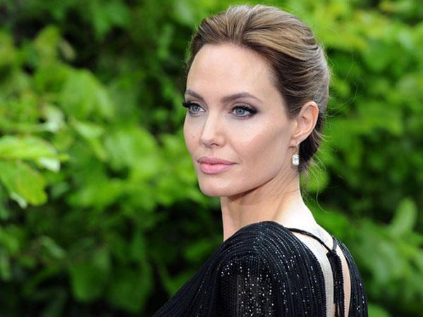 Angelina Jolie Segera Pensiun Dari Dunia Akting?