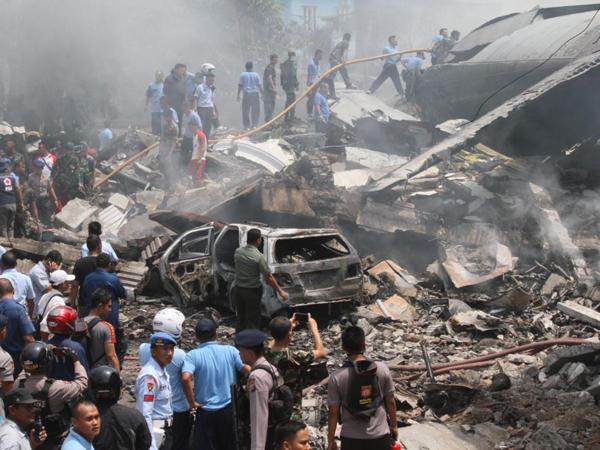 Korban Kecelakaan Pesawat Hercules di Medan Dimakankan Massal