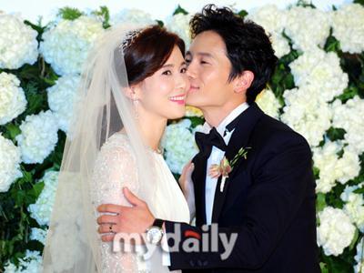 Lee Bo Young Ceritakan Romantisnya Ji Sung Saat Melamarnya