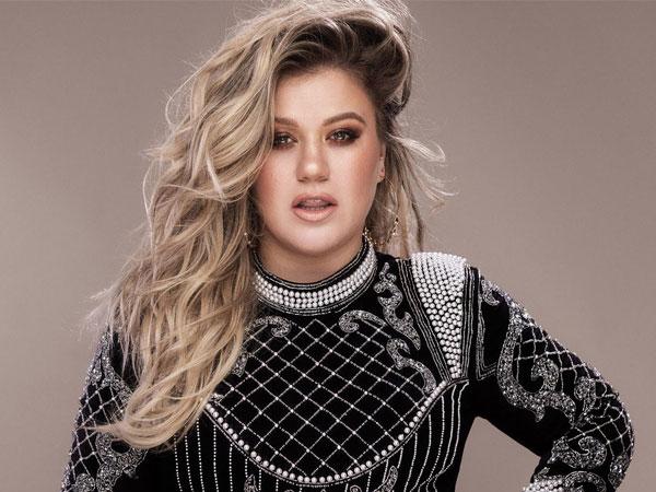 Kelly Clarkson Ungkap Mengapa Lebih Pilih 'The Voice' Dibanding 'American Idol'