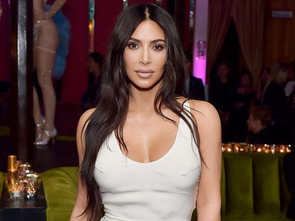 Duh, Kim Kardashian Sempat 'Terganggu' oleh Telepon dari Presiden Trump Saat Jalani Pemotretan Bugil