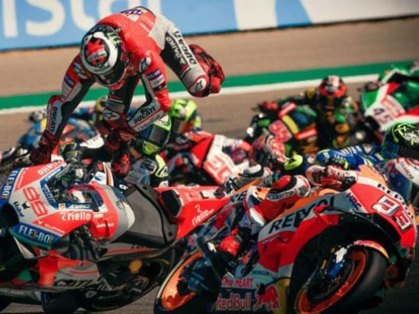 Jatuh Di MotoGP Aragon, Lorenzo: Marquez Hancurkan Kaki Saya!