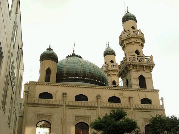 Masjid Ini Tidak Hancur Meski Diserang Bom dan Gempa Bumi!
