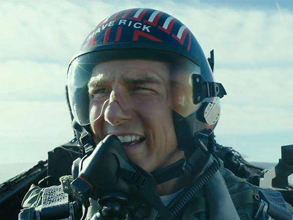 Tom Cruise Dapat Gelar Kehormatan Penerbang Angkatan Laut