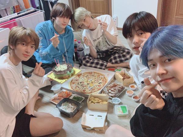 Dapat Surprise, Hangatnya Perayaan Ulang Tahun Pertama Yeonjun Jadi Member TXT