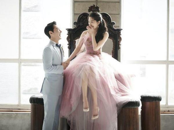 Potret Serasi Jun Jin Shinhwa dan Istri di Foto-foto Pernikahan