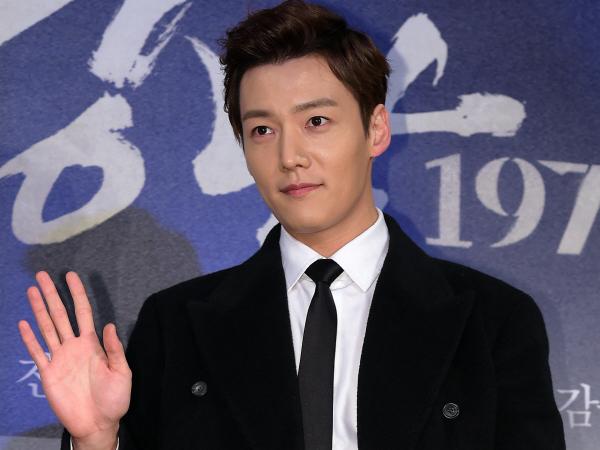 Cedera Lutut Saat Wajib Militer, Choi Jin Hyuk Harus Jalani Operasi!