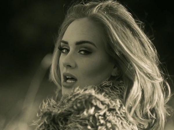 Pertama Kali Dengar Lagu 'Hello', Adele Akui Sempat Menangis di Toilet