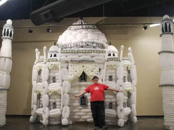 Taj Mahal Hingga Colosseum Roma, Replika Keajaiban Dunia Ini Terbuat dari Balon!