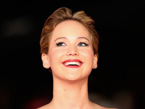 Kocaknya Saat Jennifer Lawrence Tampil dengan Wajah Konyol Penuh Coretan Spidol