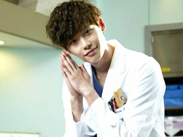 Lee Jong Suk Buat Sutradara 'Doctor Stranger' Puas dan Sangat Terkesan!
