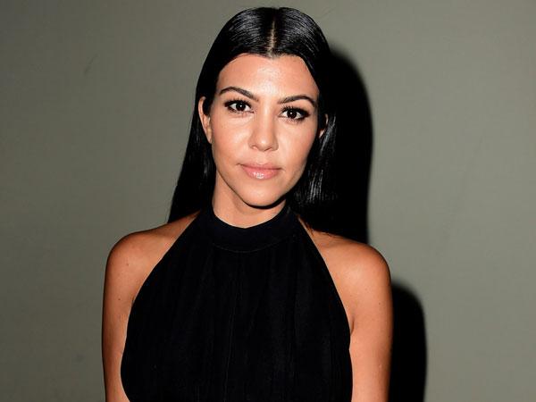 Duh, Kourtney Kardashian Stres Disindir Tajam Kekasih Muslimnya Karena Foto Seksi?