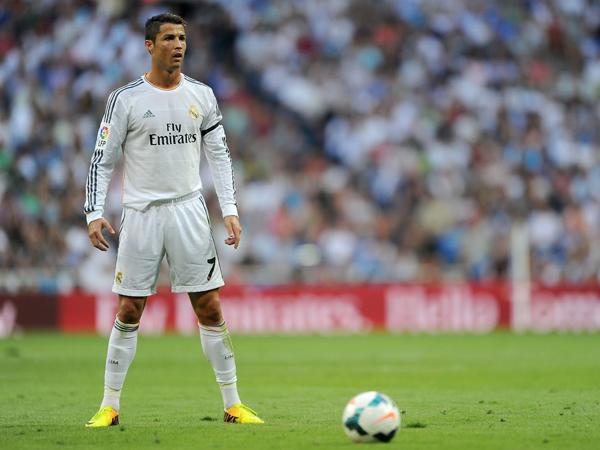 Penonton Menangis Terkena Tendangannya, Ronaldo Minta Maaf dengan Jersey