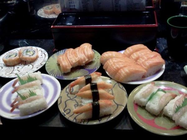 Terkenal dengan Makanannya yang Tak Enak, Restoran Sushi Ini Malah Selalu Antri!