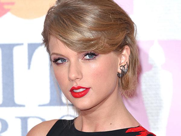 Kaki Luka Karena Dicakar, Taylor Swift Minta Kucingnya Bayar Denda 40 Juta Dollar!
