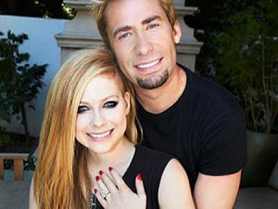 Avril Lavigne Tunjukan Cincin Tunangan