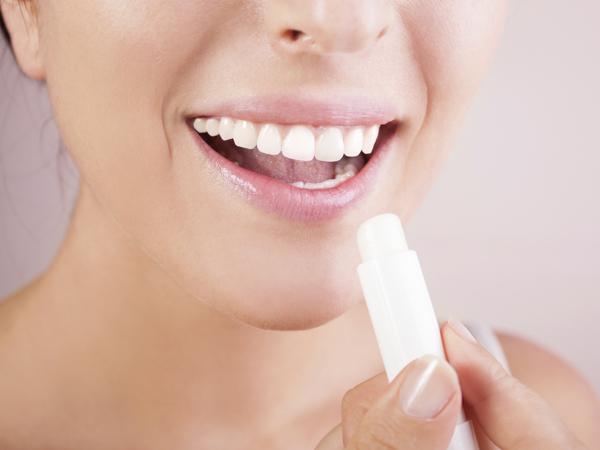 Bermasalah Dengan Bibir Kering dan Pecah-Pecah? Yuk, Ikuti Tips Ini!