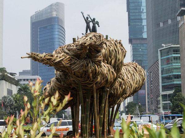 Cerita Instalasi Bambu Bundaran HI Seharga 550 Juta yang Akhirnya Dibongkar Sendiri Oleh Pemprov
