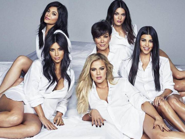 Kepoin 4 Tren Yang Diciptakan Oleh Keluarga Hits The Kardashians!