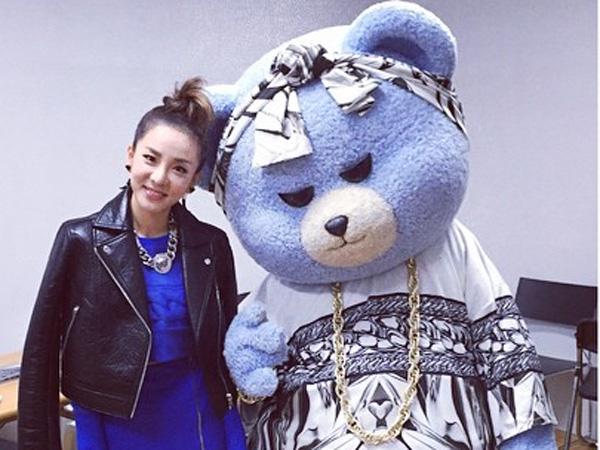 Wah, Beruang Maskot YG Entertainment Duduk di Barisan Depan Seoul Fashion Week!