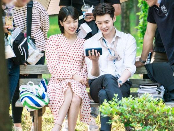 Momen Kedekatan Lee Jong Suk dan Suzy di Lokasi Syuting 'While You Were Sleeping'