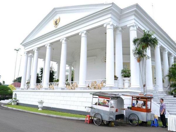 Ketika Jokowi Pesan Nasi Goreng Kaki Lima Untuk Hidangan Rapat Jadi Viral