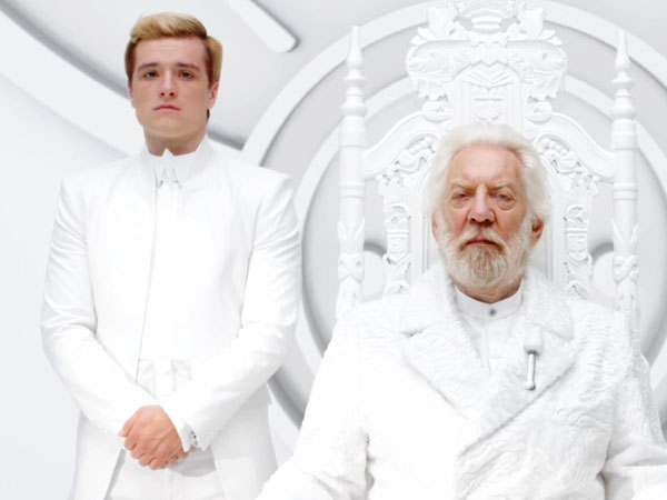 Presiden Snow Ancam Peeta Dalam Deleted Scenes 'The Hunger Games: Mockingjay Part.1'